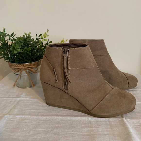 8b41aadf7568 attention Shoes - NWOT ankle boots